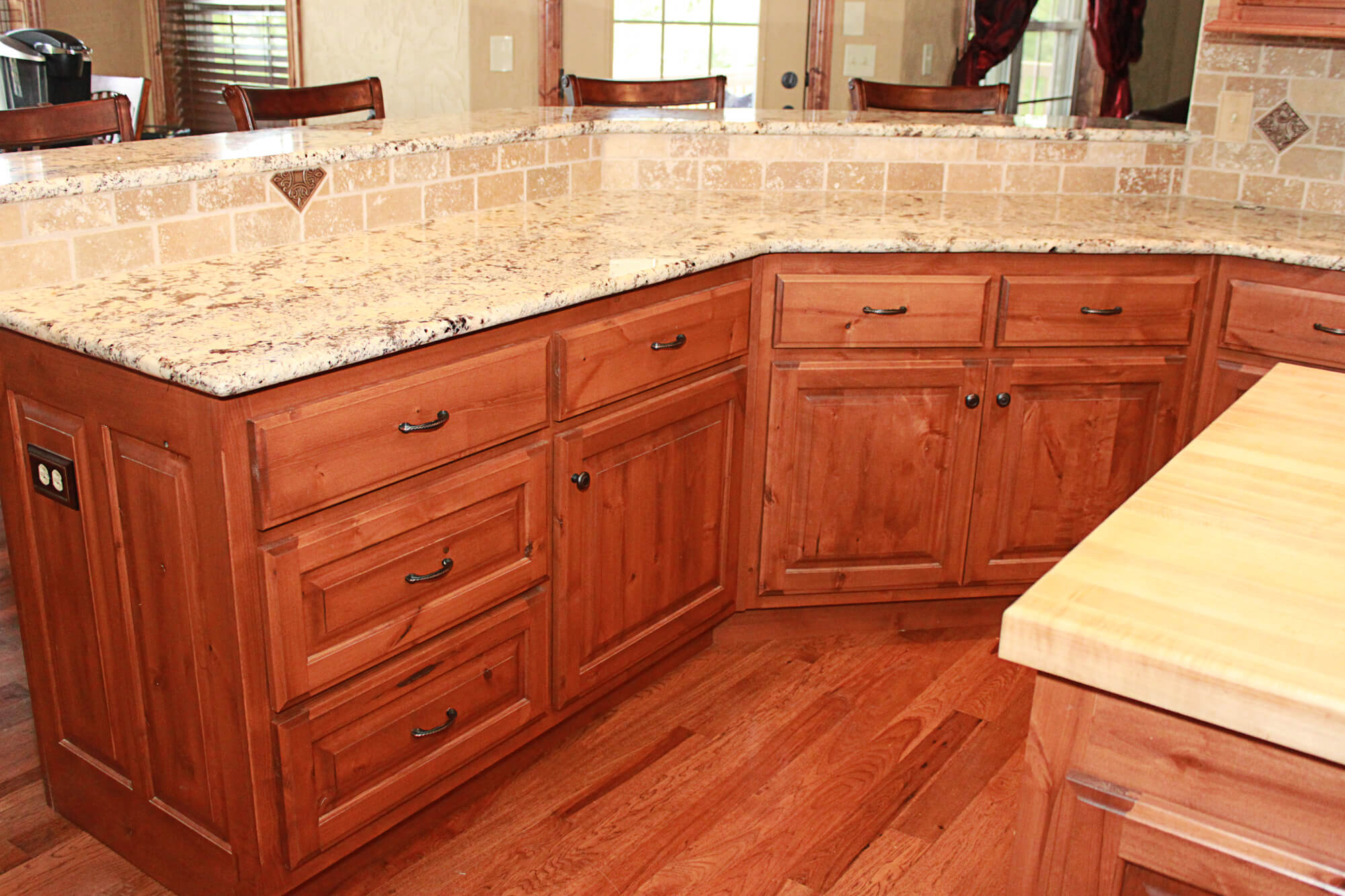 Knotty Alder Kitchen Cabinets